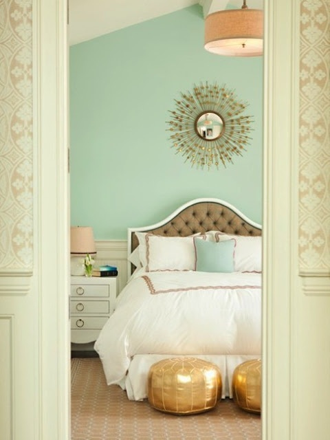 ann-written-notes-mint-green-bedroom